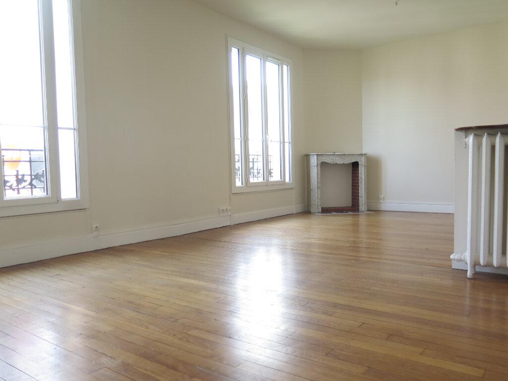 Appartement à louer 3 79.77m2 à Nogent-sur-Marne vignette-6