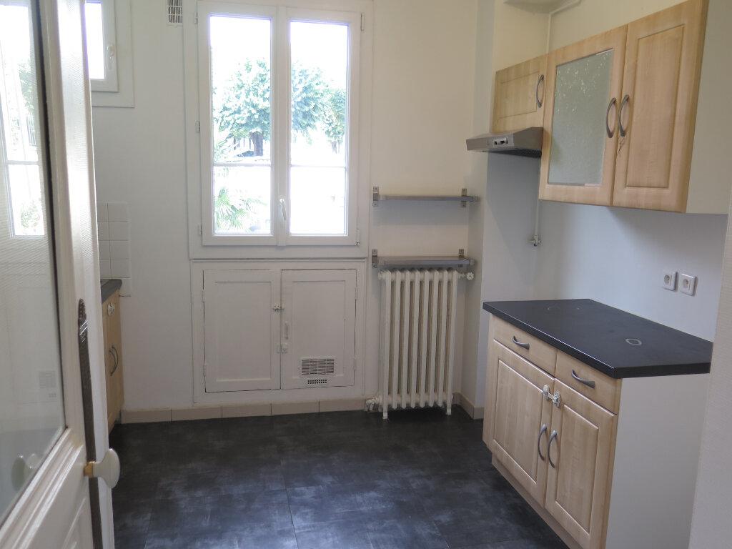 Appartement à louer 3 79.77m2 à Nogent-sur-Marne vignette-7