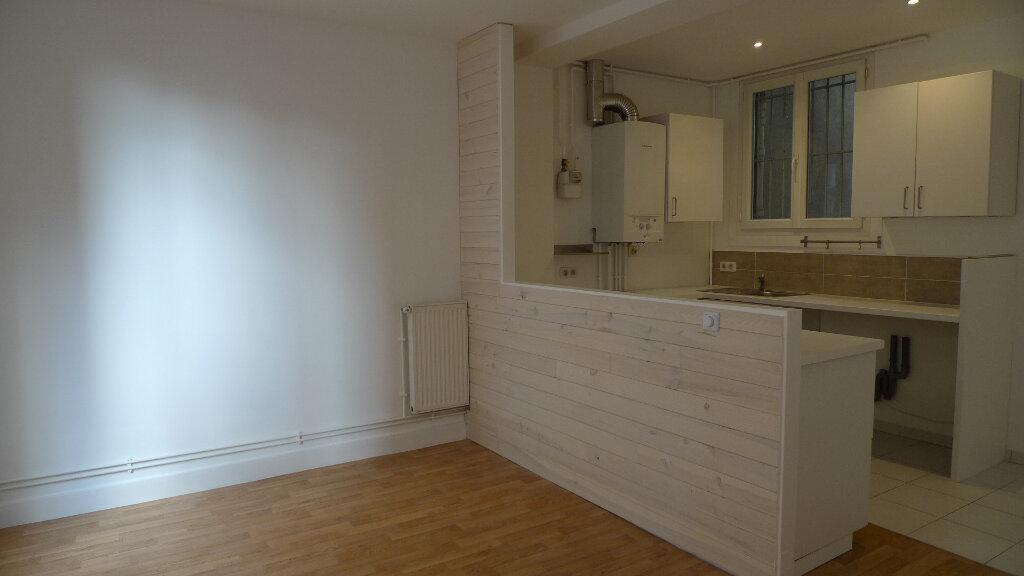 Appartement à louer 3 52.35m2 à Nogent-sur-Marne vignette-1