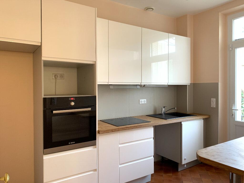 Maison à louer 7 154.06m2 à Le Perreux-sur-Marne vignette-3