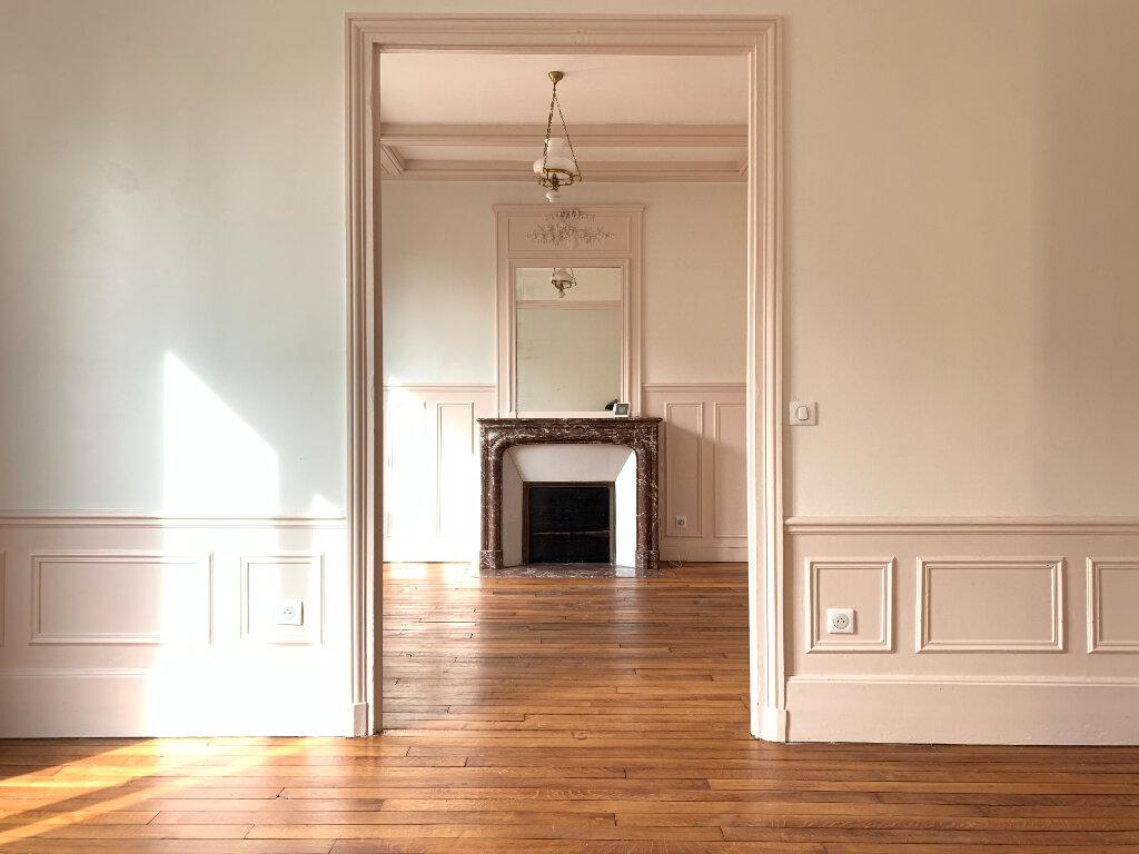 Maison à louer 7 154.06m2 à Le Perreux-sur-Marne vignette-7
