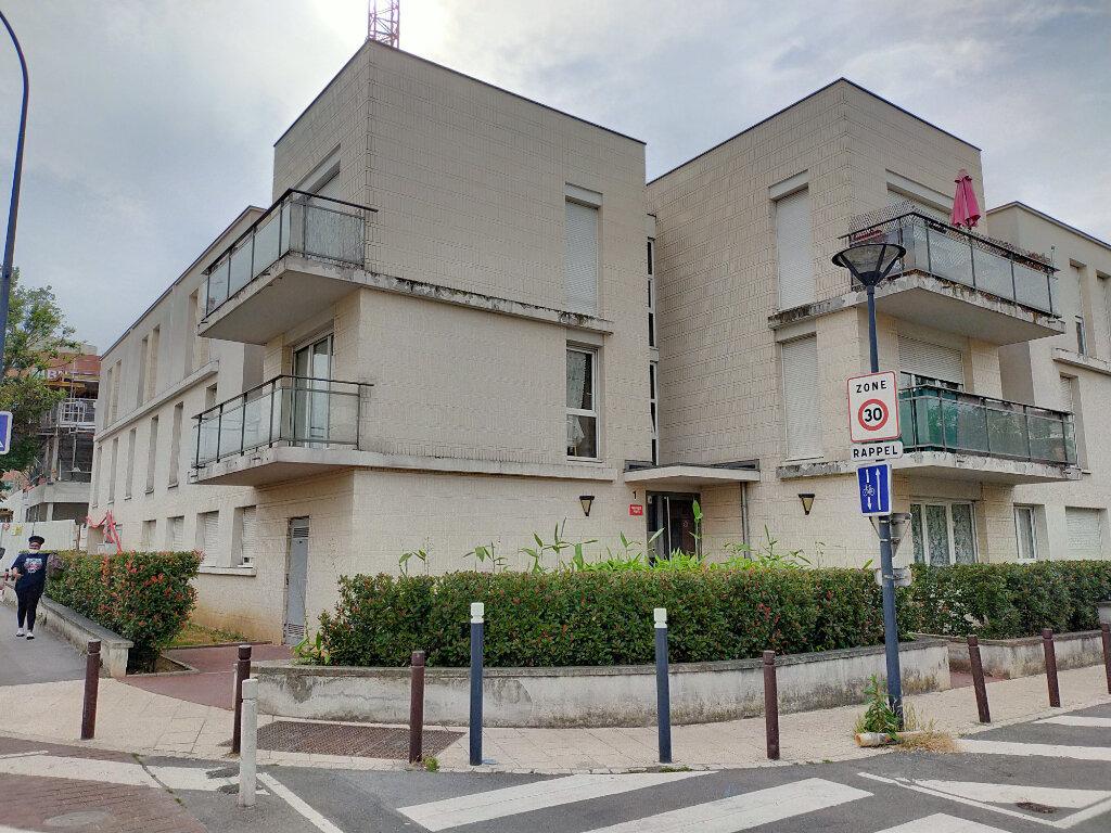 Appartement à louer 2 48.27m2 à Fontenay-sous-Bois vignette-1