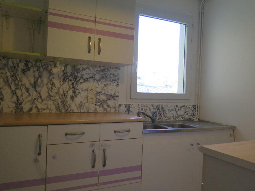 Appartement à louer 3 69.37m2 à Nogent-sur-Marne vignette-2