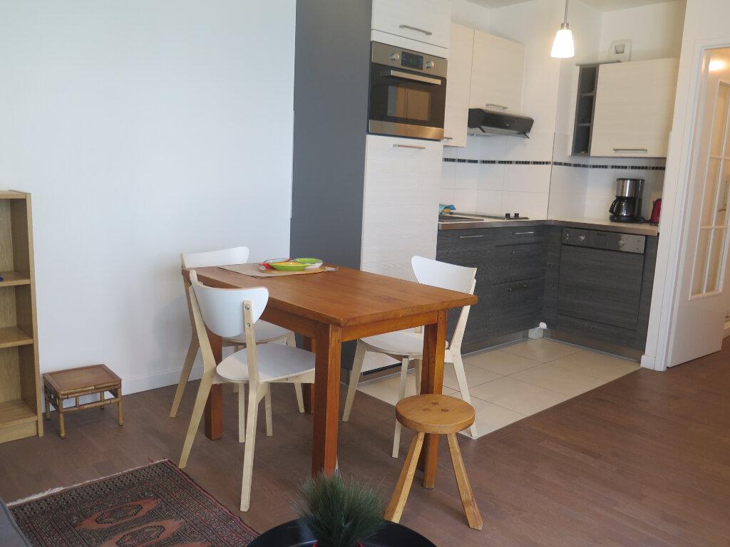 Appartement à louer 2 39.2m2 à Nogent-sur-Marne vignette-3
