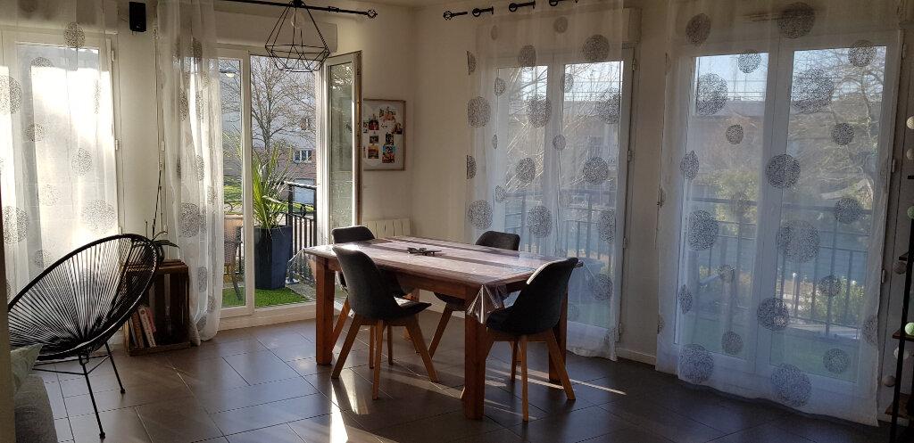 Appartement à vendre 4 79.4m2 à Le Plessis-Trévise vignette-4