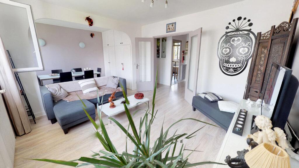 Appartement à vendre 4 68m2 à Le Plessis-Trévise vignette-1