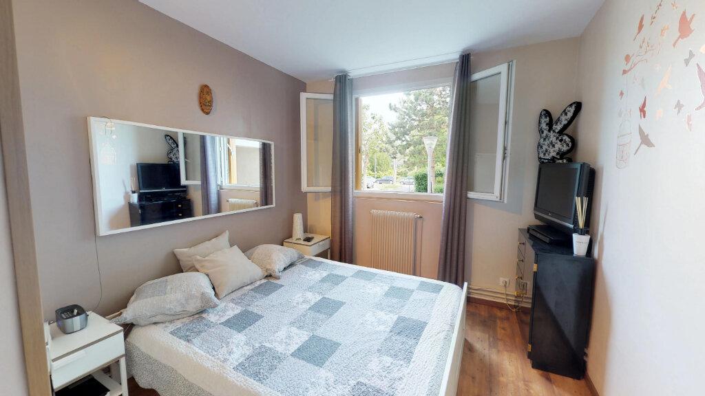 Appartement à vendre 4 68m2 à Le Plessis-Trévise vignette-3