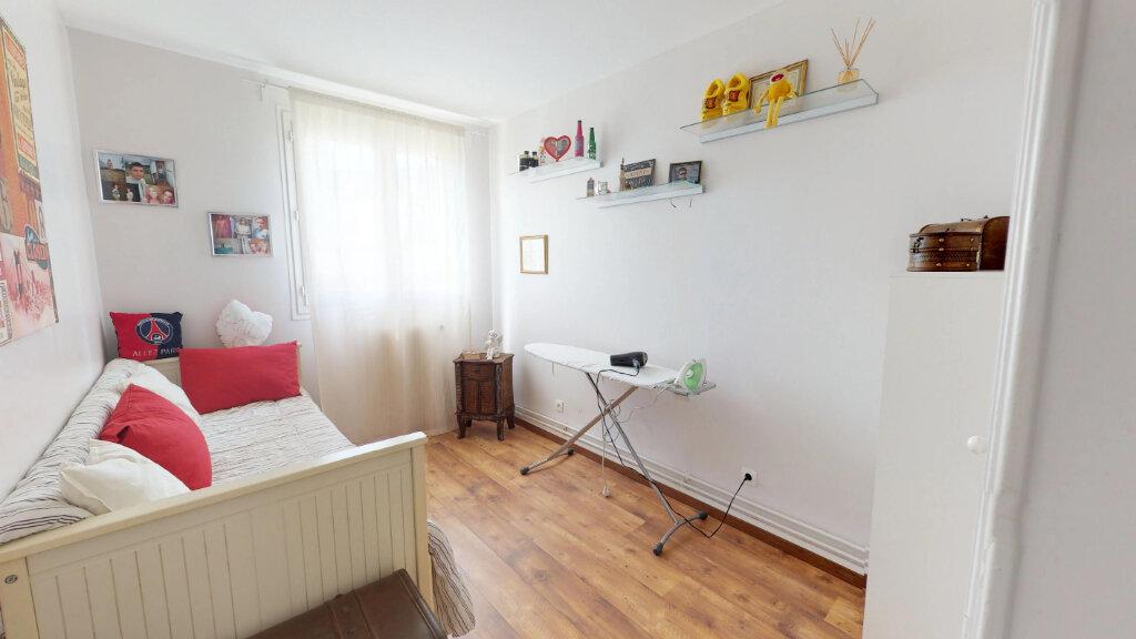 Appartement à vendre 4 68m2 à Le Plessis-Trévise vignette-5