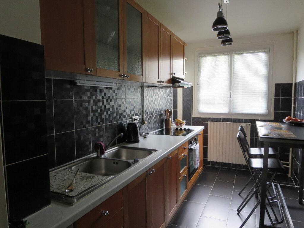 Appartement à vendre 3 63.31m2 à Le Plessis-Trévise vignette-3