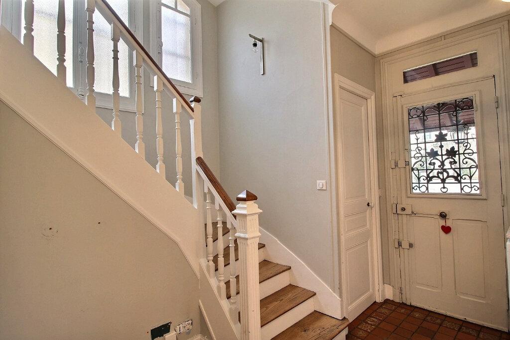 Maison à vendre 7 192m2 à Fontenay-sous-Bois vignette-6