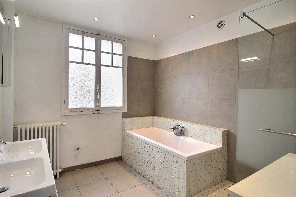 Maison à vendre 7 192m2 à Fontenay-sous-Bois vignette-10