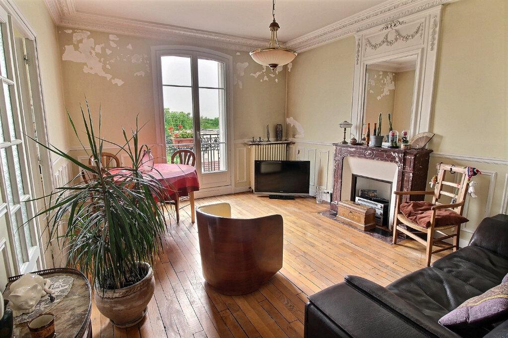 Appartement à vendre 3 68.51m2 à Fontenay-sous-Bois vignette-1