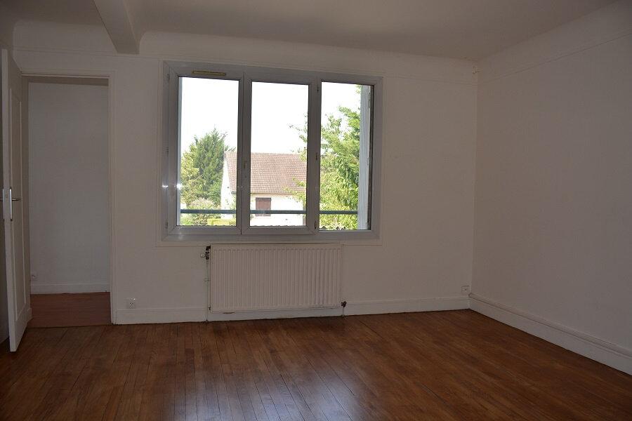 Appartement à louer 2 43.27m2 à Mézières-sur-Seine vignette-1