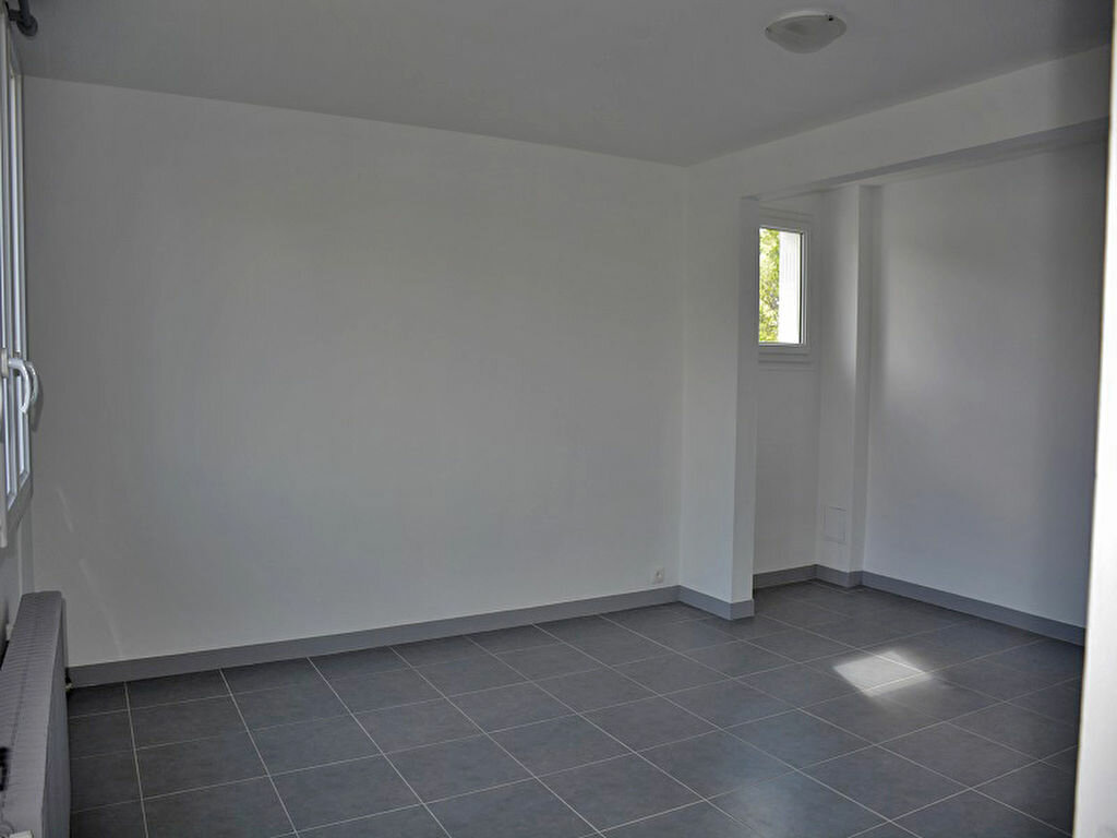 Maison à louer 3 80m2 à Mézières-sur-Seine vignette-6