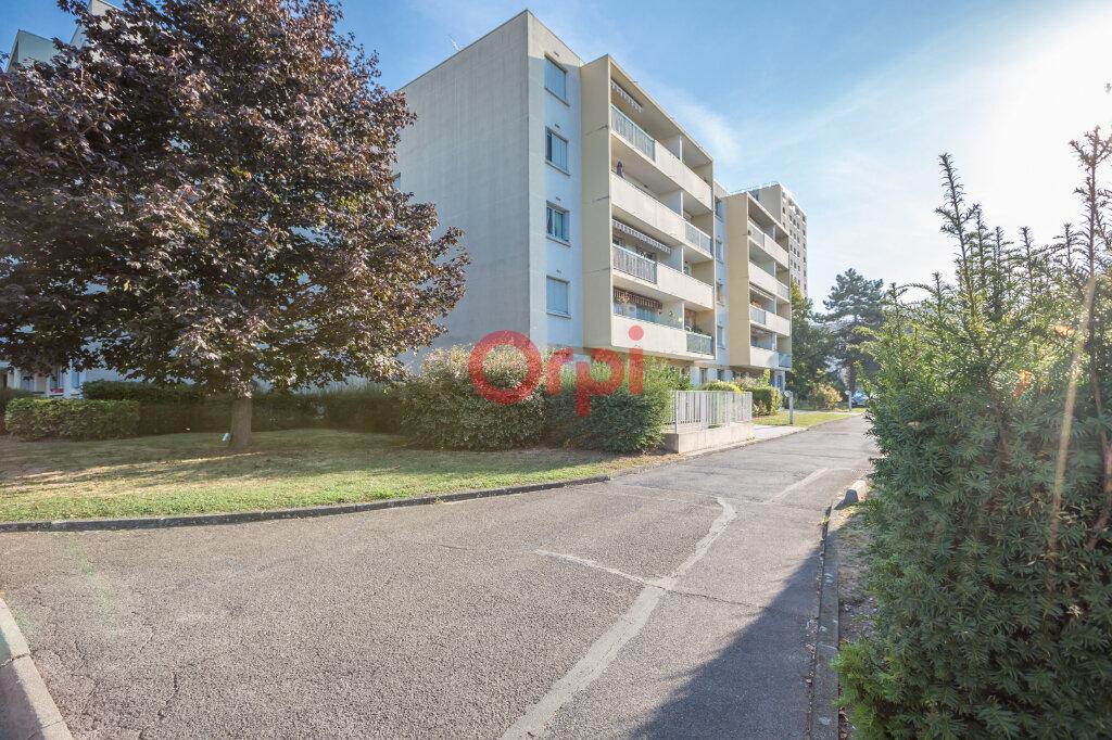 Appartement à vendre 3 64m2 à Neuilly-Plaisance vignette-1