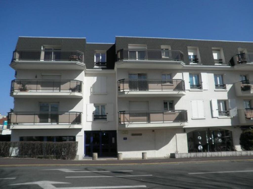 Appartement à louer 2 46.63m2 à Neuilly-Plaisance vignette-1