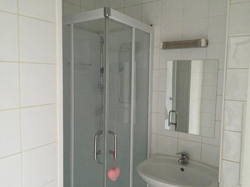Appartement à louer 1 17.27m2 à Rosny-sous-Bois vignette-2