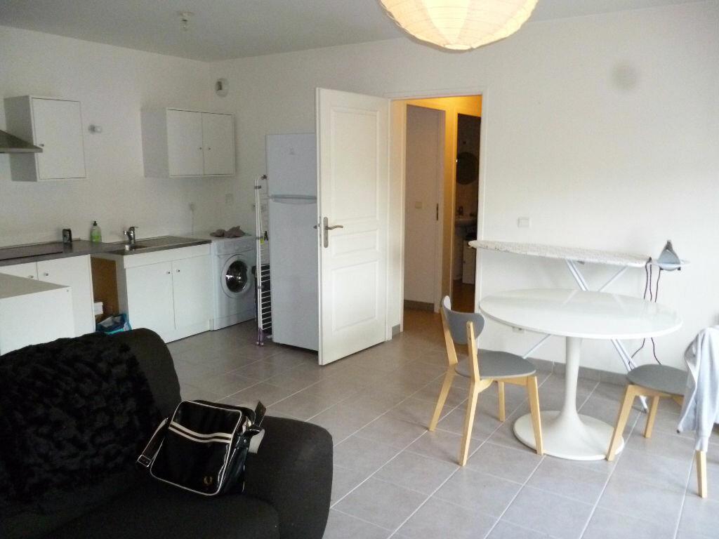 Appartement à louer 2 40.32m2 à Gagny vignette-3