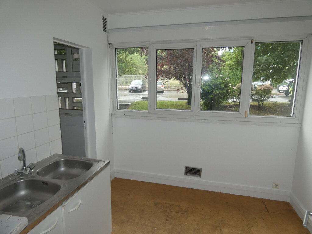 Appartement à vendre 3 67.6m2 à Gagny vignette-3