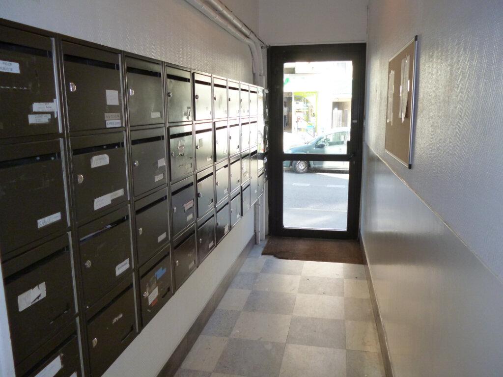 Appartement à louer 2 31m2 à Gagny vignette-2