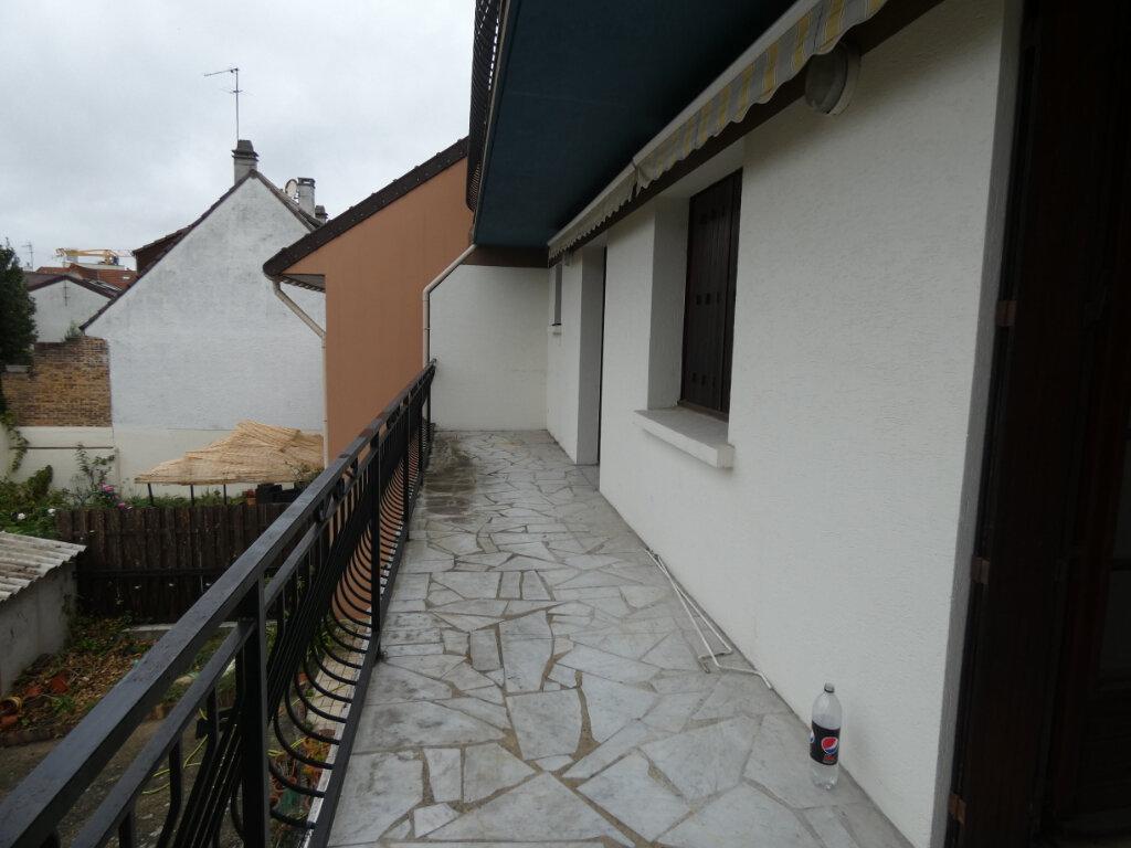 Appartement à vendre 3 71m2 à Gagny vignette-2