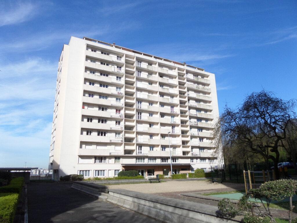 Appartement à louer 3 64.78m2 à Gagny vignette-1