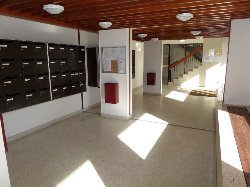 Appartement à louer 3 64.78m2 à Gagny vignette-2