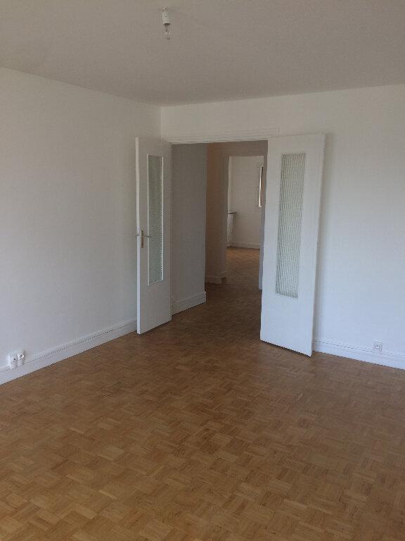 Appartement à louer 3 73m2 à Livry-Gargan vignette-1