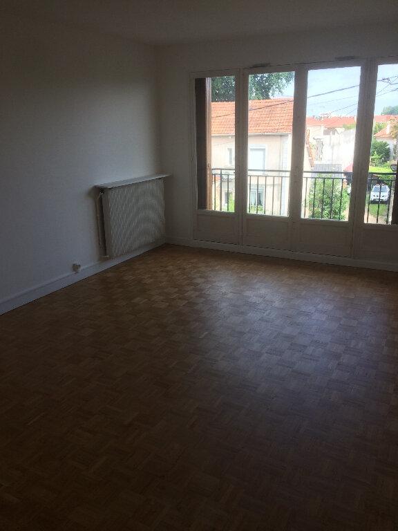 Appartement à louer 3 73m2 à Livry-Gargan vignette-2