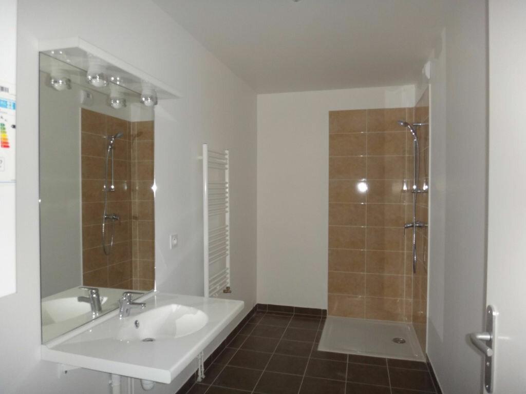 Appartement à louer 3 68.98m2 à Saint-Fargeau-Ponthierry vignette-5