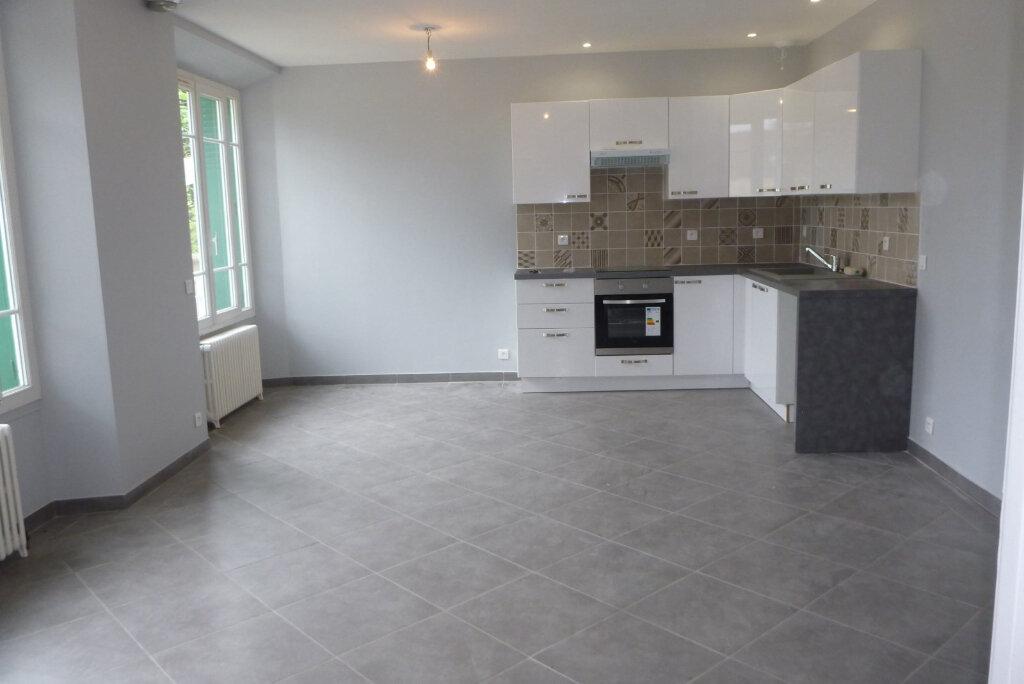 Appartement à louer 4 91.56m2 à Chailly-en-Bière vignette-1