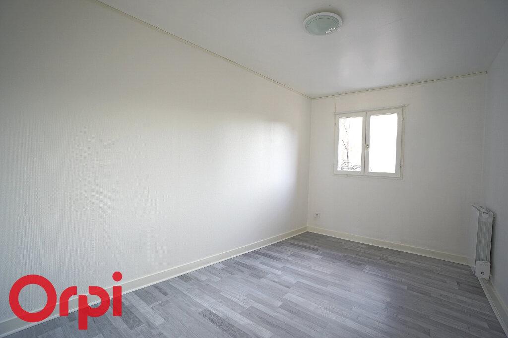Appartement à louer 2 25m2 à Thiberville vignette-3