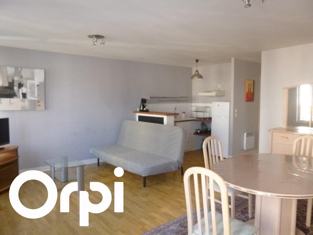 Appartement à louer 2 56m2 à Pont-Audemer vignette-1