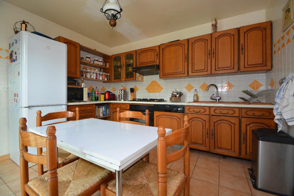 Maison à vendre 5 125m2 à Le Plessis-Belleville vignette-2