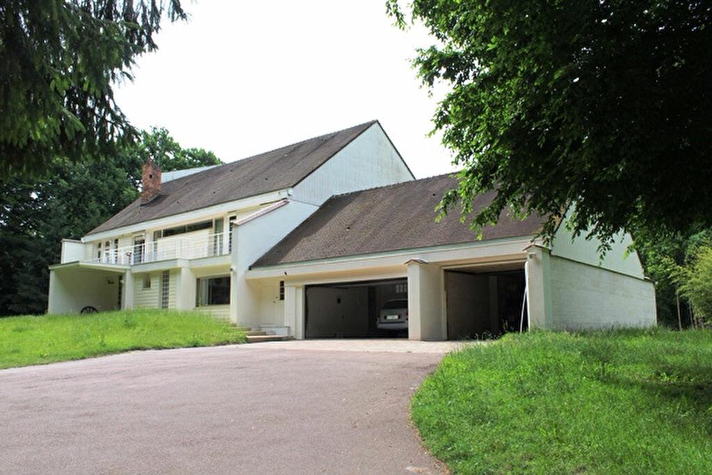 Maison à vendre 17 463.3m2 à Ermenonville vignette-1