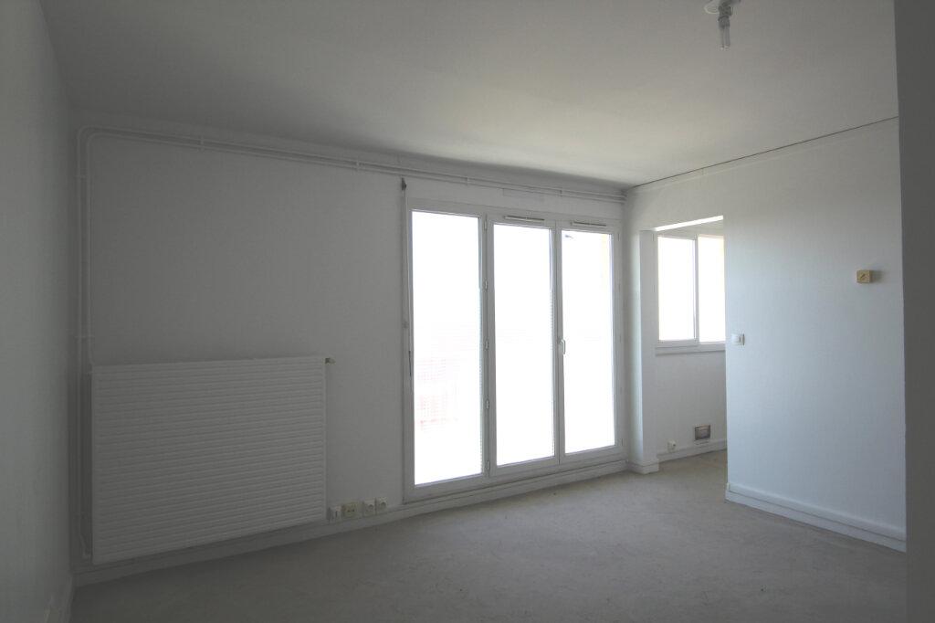 Appartement à vendre 1 28.6m2 à Le Plessis-Belleville vignette-1