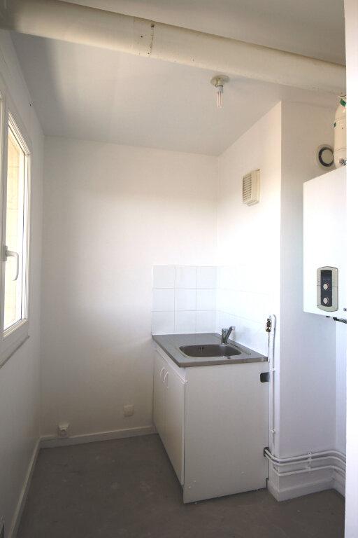 Appartement à vendre 1 28.6m2 à Le Plessis-Belleville vignette-2