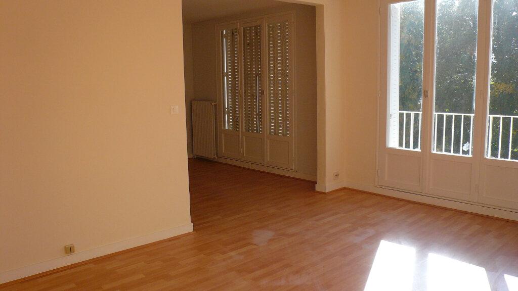 Appartement à louer 5 85.78m2 à Senlis vignette-1