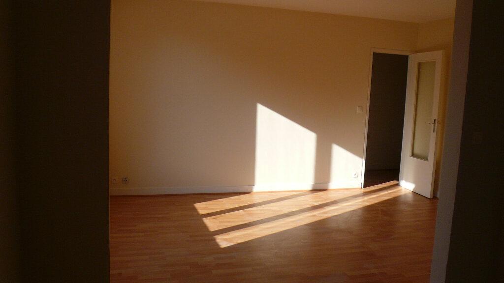 Appartement à louer 5 85.78m2 à Senlis vignette-4