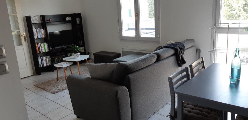 Appartement à louer 2 47.12m2 à La Chapelle-en-Serval vignette-1