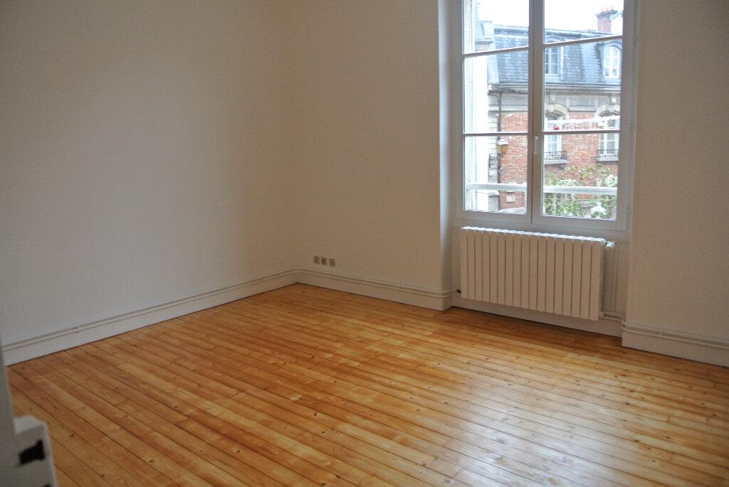 Appartement à louer 3 69.41m2 à Senlis vignette-3