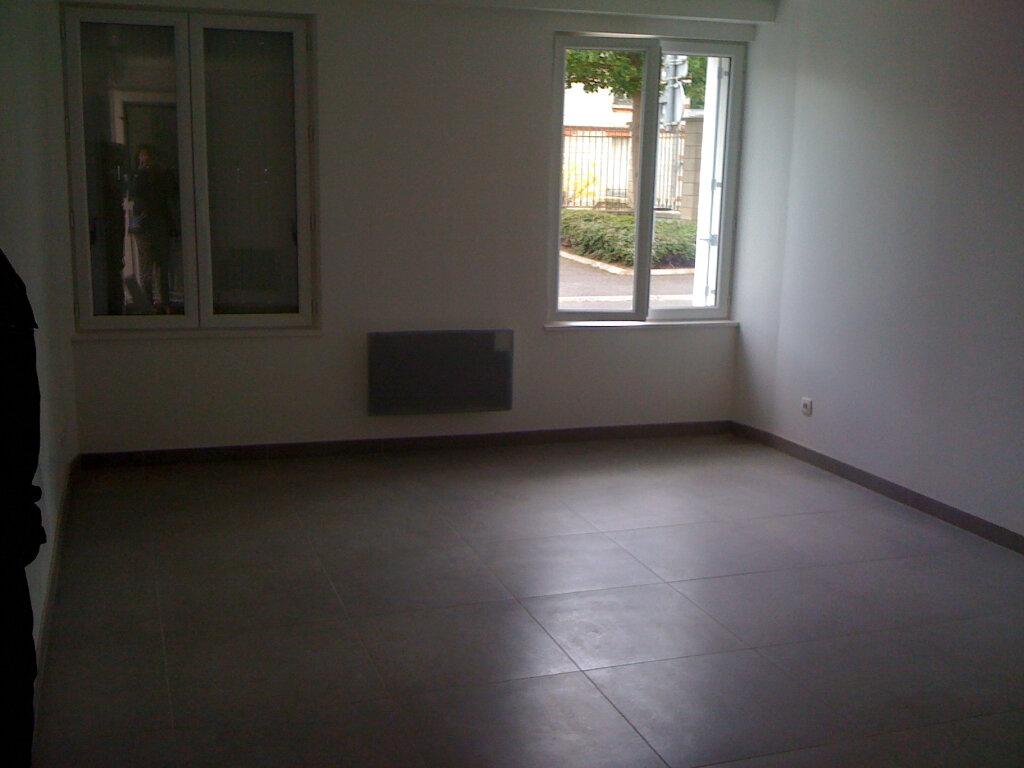 Appartement à louer 3 53.79m2 à Thieux vignette-2