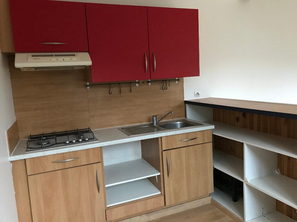 Appartement à louer 2 39.8m2 à Avilly-Saint-Léonard vignette-2