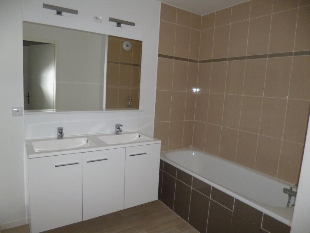 Appartement à louer 3 64.02m2 à Champagne-sur-Oise vignette-3