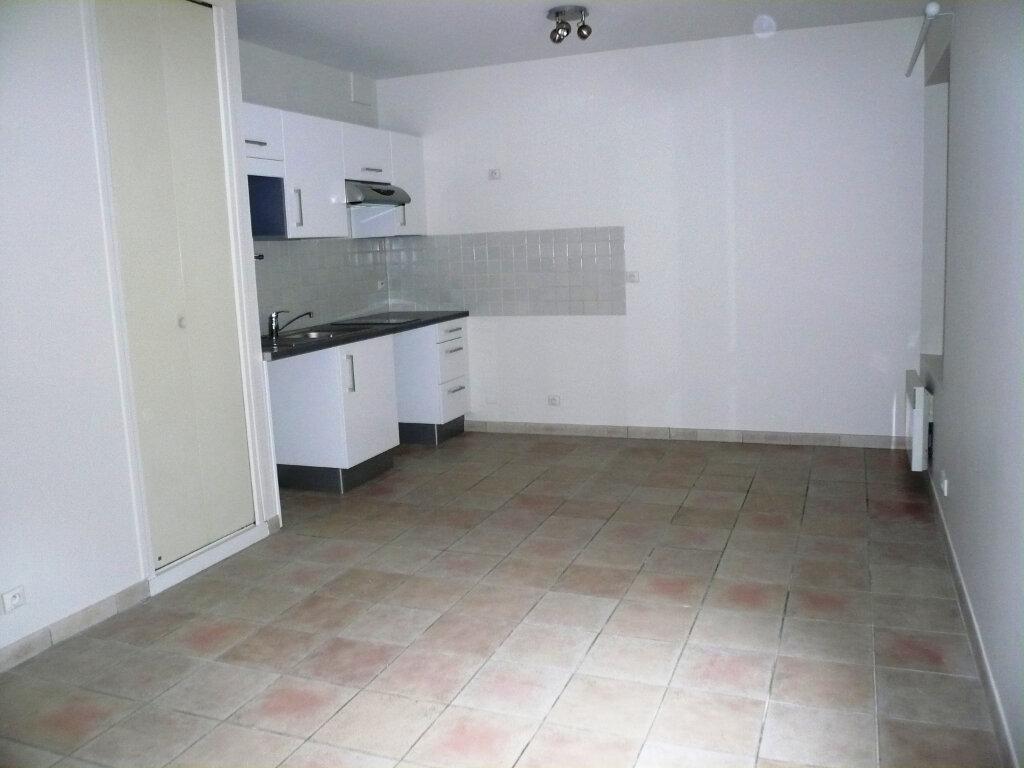 Appartement à louer 1 26m2 à Senlis vignette-1