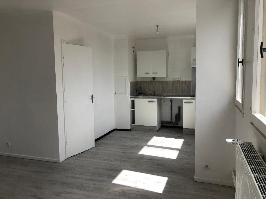Appartement à louer 1 32.11m2 à Compiègne vignette-2