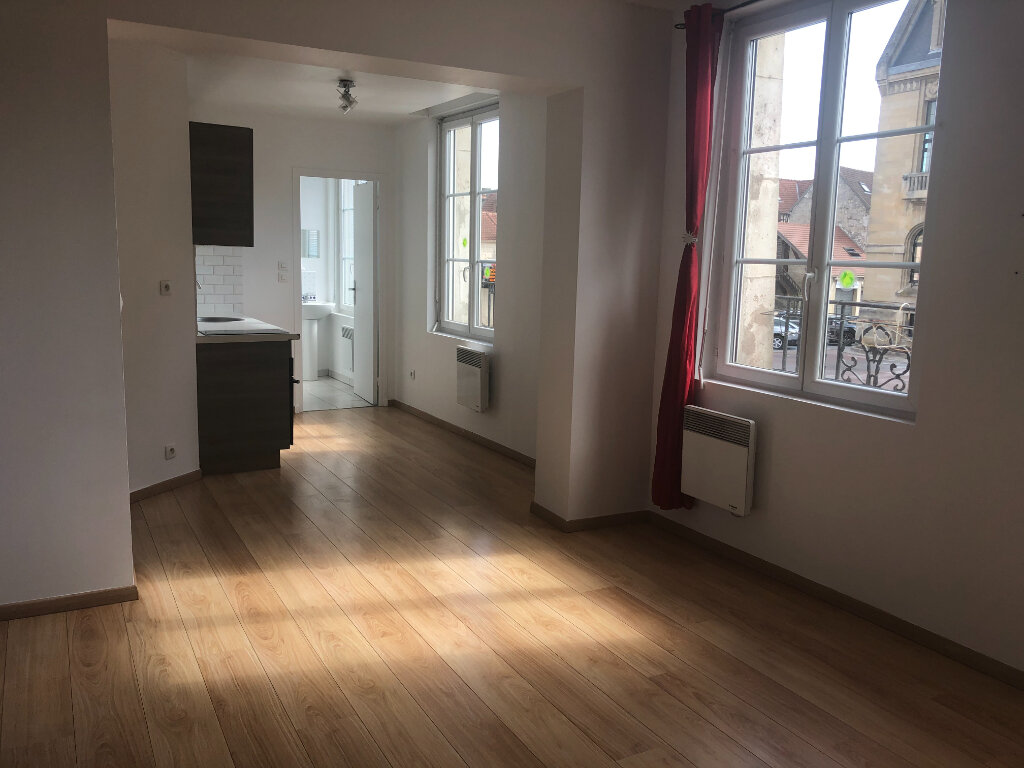 Appartement à louer 2 39m2 à Pont-Sainte-Maxence vignette-1
