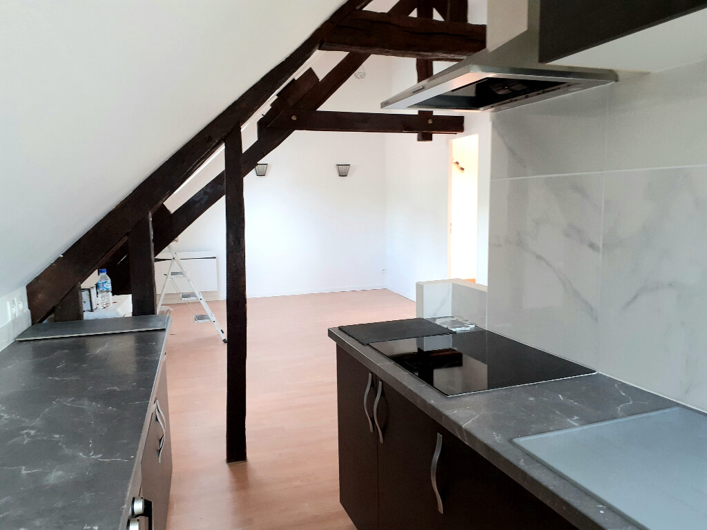 Appartement à louer 3 36m2 à Nanteuil-le-Haudouin vignette-1