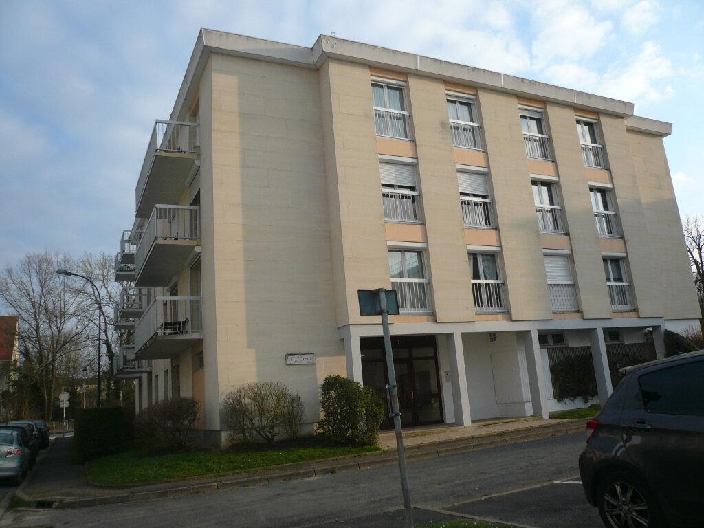 Appartement à louer 3 86.91m2 à Senlis vignette-1