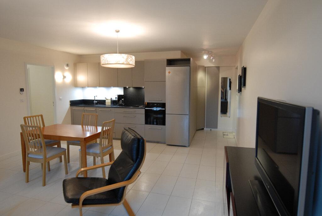 Appartement à louer 3 65m2 à Senlis vignette-1